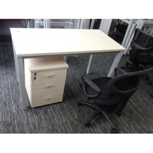 9.5成新1.2米*60公分铁脚办公桌