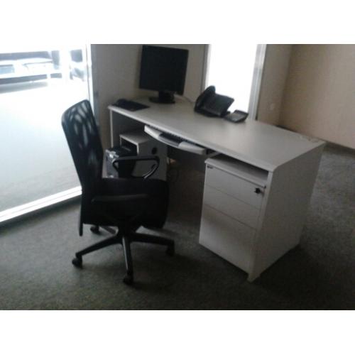 9成新百利品牌1.4*60办公桌