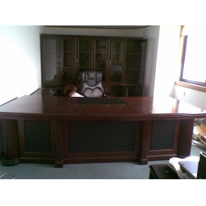 3门金海马实木皮书柜